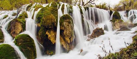 cachoeira shuzheng em jiuzhaigou, china sichuan foto