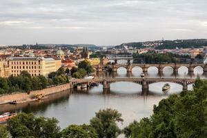 vltava e pontes em praga, república checa foto