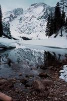 montanha coberta de neve foto