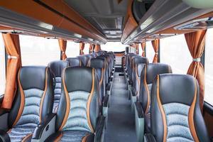 assentos de ônibus de turismo foto