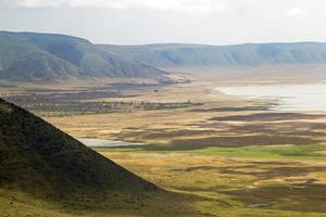 vista panorâmica da cratera e da borda de ngorongoro. foto