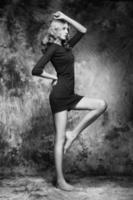 foto de moda de jovem mulher magnífica