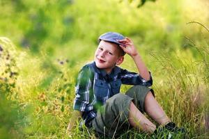menino com boné retrô foto