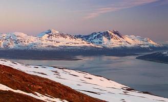 montanha no inverno na noruega, tromso