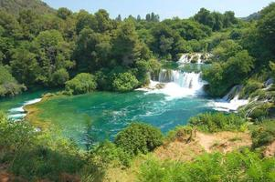 cachoeiras lindas no parque nacional krka, na croácia