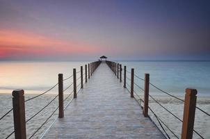 vista do nascer do sol no cais do pescador foto