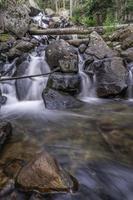 cascatas de calipso em parque nacional de montanha rochosa