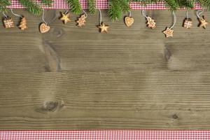 decoração rústica de natal em mesa de madeira foto