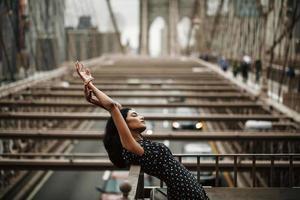 retrato de uma linda mulher indiana na cidade de nova york