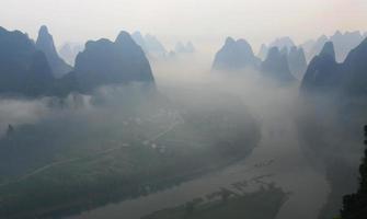 névoa Lijiang foto