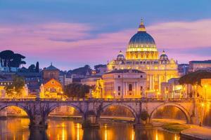 vista em st. catedral de peter em roma, itália foto