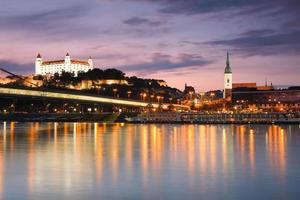 Castelo de Bratislava e Rio Danúbio.