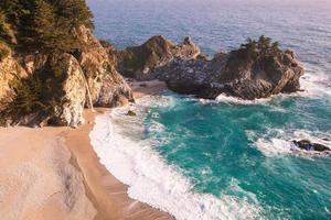 costa da califórnia na primavera - cachoeiras mcway