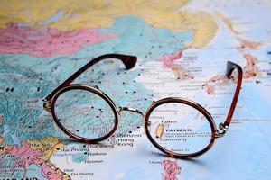 óculos no mapa da ásia - taibei foto