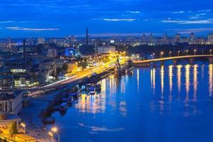 panorama noturno de kiev foto