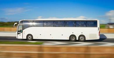 ônibus em movimento foto