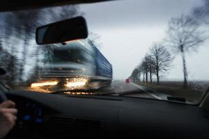 dirigir um carro durante condições de mau tempo