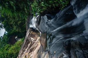 a cachoeira khlong pla kang na tailândia foto