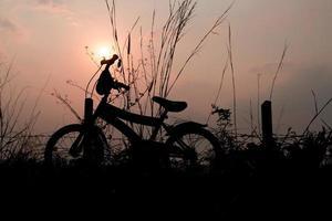 silhueta de bicicleta infantil