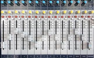 controles para um mixer de áudio