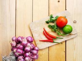 vários tipos de vegetais frescos foto