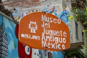 cidade do méxico, méxico, 2020 - placa pintada à mão em cores vivas
