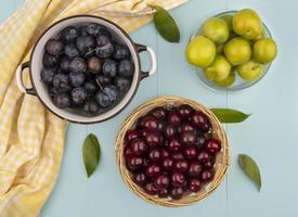 fotografia de comida planta plana de frutas frescas foto