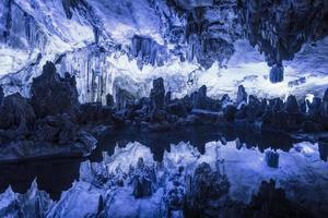 caverna de flauta de junco foto