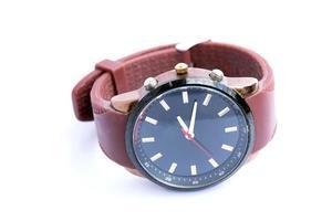 relógio de moda analógico em fundo branco