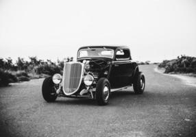cidade do cabo, áfrica do sul, 2020 - carros antigos na estrada foto