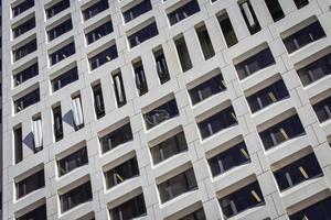 sydney, austrália, 2020 - foto de baixo ângulo de um edifício de concreto cinza
