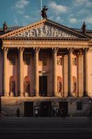 edifício clássico com colunas foto