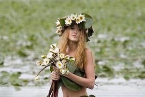 garota no lago foto