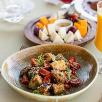 salada de berinjela com tomate foto
