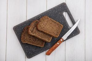 vista superior de fatias de pão de centeio foto