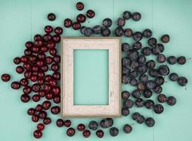 vista superior de frutas e uma moldura foto