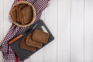 vista de fatias de pão de centeio foto
