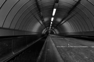 túnel de pedestres foto