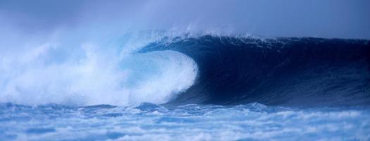 panorama de ondas quebrando