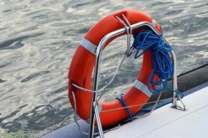 anel de bóia salva-vidas foto