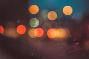 luzes de carro manchadas à noite
