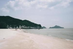 laem sala praia pran buri na tailândia foto