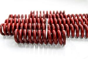 molas de ferro vermelhas