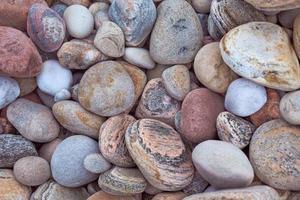 pedras e seixos da praia foto