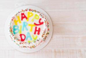 vista de cima de um bolo de aniversário