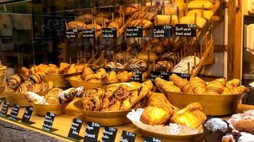 vende-se armário pastelaria com pão