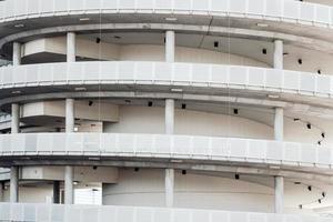 sydney, austrália, 2020 - garagem de estacionamento em espiral branca foto