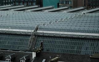 glasgow, escócia, 2020 - painéis solares em uma cidade