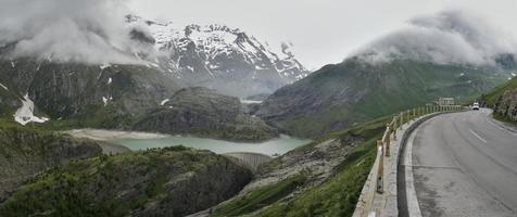 Margaritze lago artificial em Hohe Tauern nos Alpes da Áustria foto