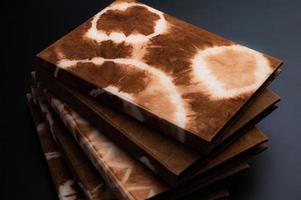 cadernos tingidos naturais feitos à mão